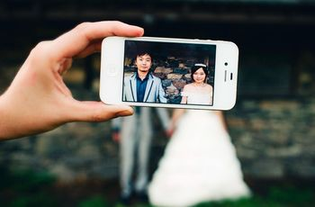 5 Things Your Guests Need to Know About Your Phone-Friendly Wedding