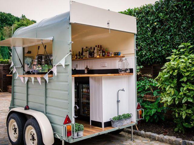13 Fresh Ideas for an Outdoor Wedding Drinks Reception