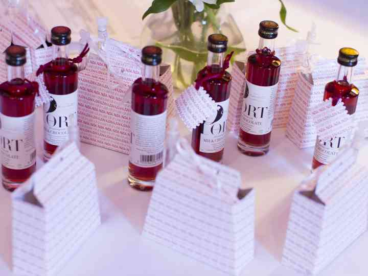 5 Money Saving Tips for Your Wedding Favours