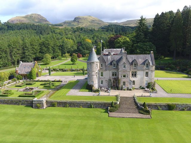 5 Drop Dead Gorgeous Castle Wedding Venues in Glasgow