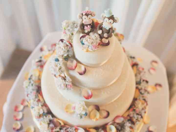 15 Clever And Funny Wedding Cake Toppers