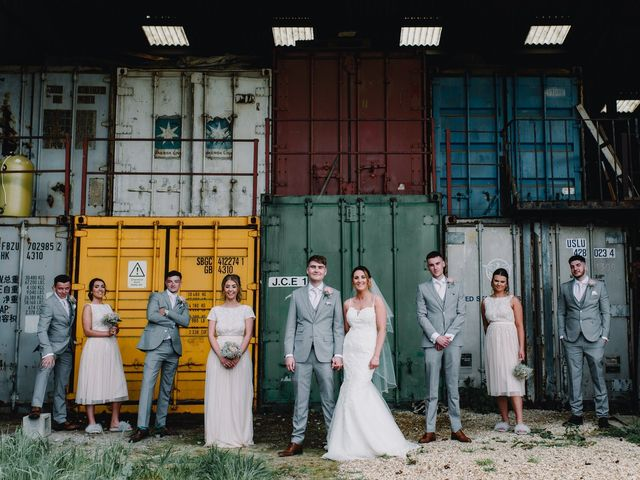 16 Steal-Worthy Warehouse Wedding Ideas