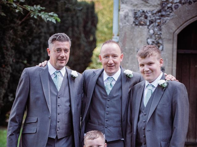 Martyn and Stacey's wedding in Hitchin, Hertfordshire 4