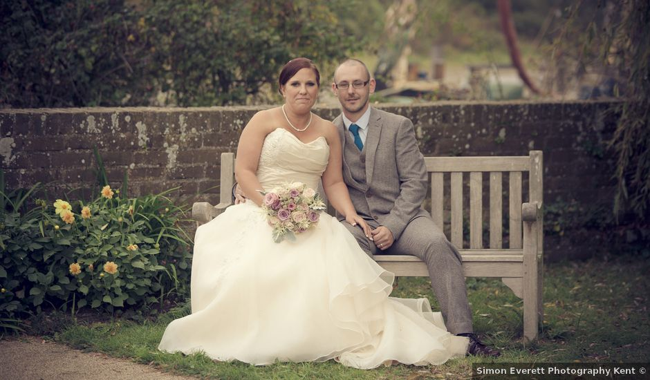 Paul And Sarahs Wedding In Upchurch Kent