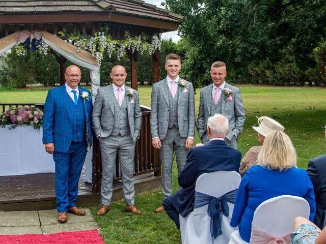 Sharon and Neil's wedding in Dunton, Essex 3