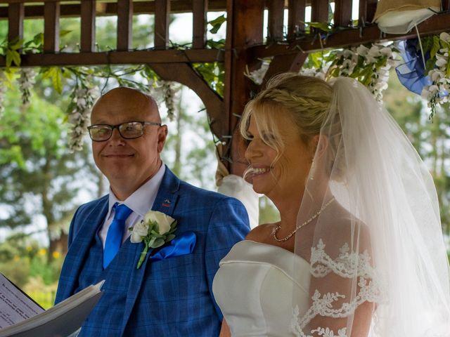 Sharon and Neil's wedding in Dunton, Essex 4