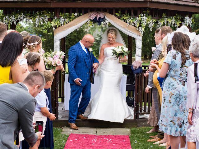 Sharon and Neil's wedding in Dunton, Essex 6