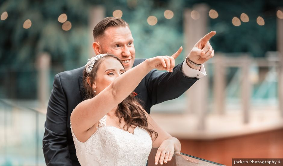 Amy and Andrew's wedding in Alveley, Shropshire