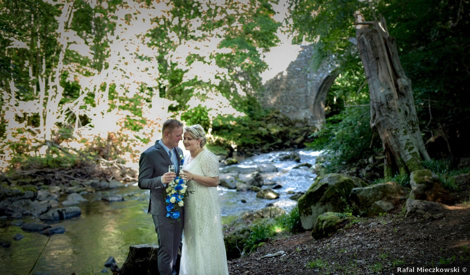 Chris and Gosia's wedding in Huntly, Aberdeenshire