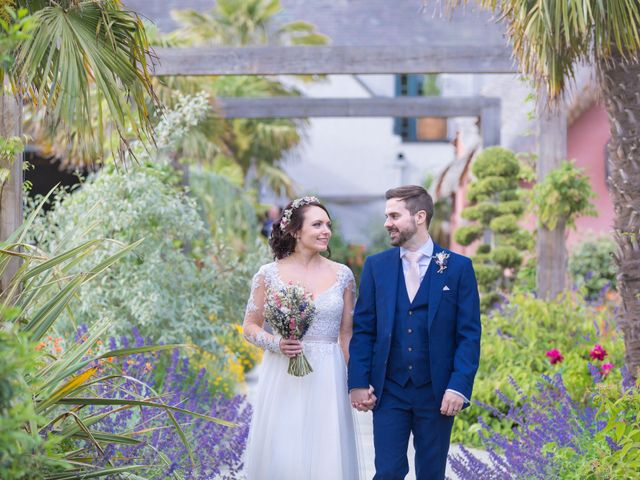 Stuart & Stacey's Real Wedding By Le Petit Chateau